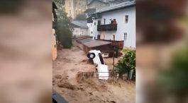 Нови големи поплави во Германија и Австрија, поројот носеше автомобили