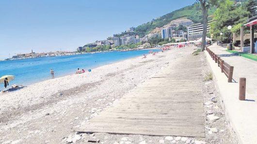 Во Црна Гора има 165 новозаразени лица, од кои 35 туристи