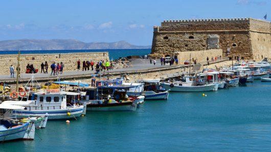 Грција воведе полициски час на островот Крит