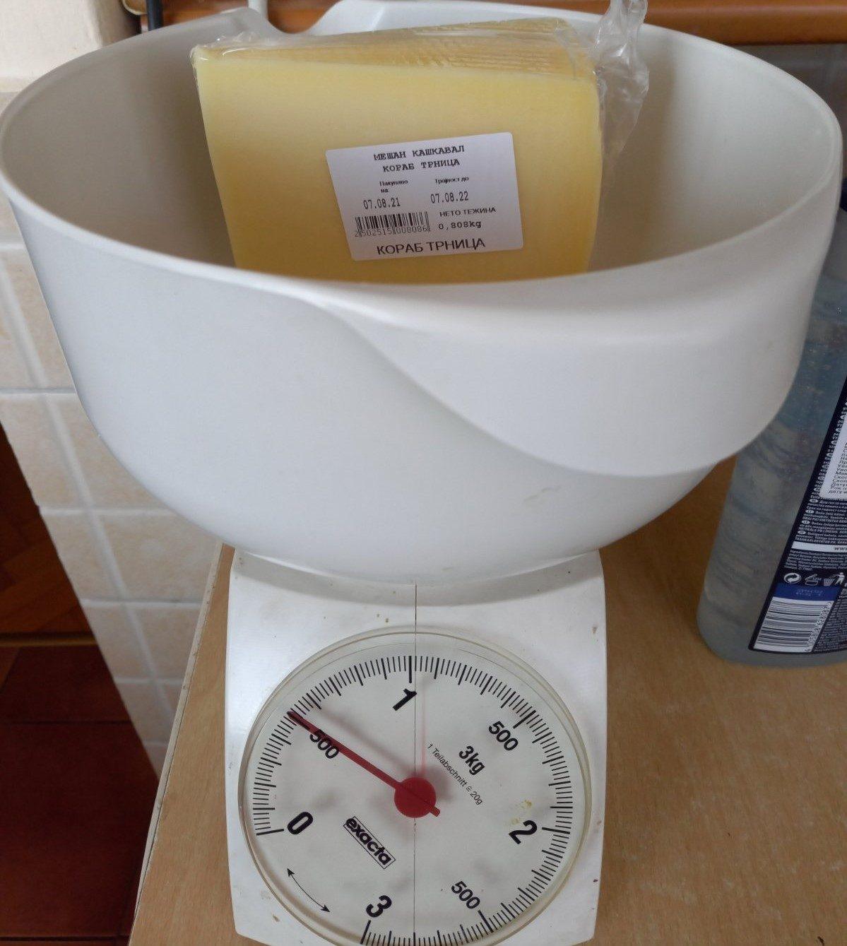Плаќате 800 грама, а добивате производ од 500 грама во еден македонски ланец на супермаркети, кој ја врши контролата во интерес на потрошувачот?