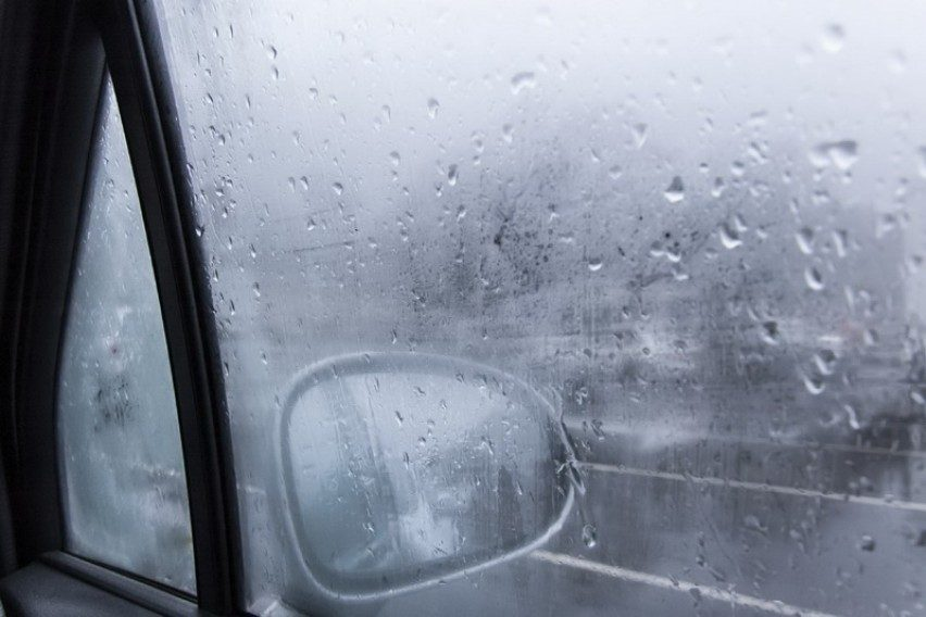 Едноставни начини како да не се замаглуваат автомобилските стакла